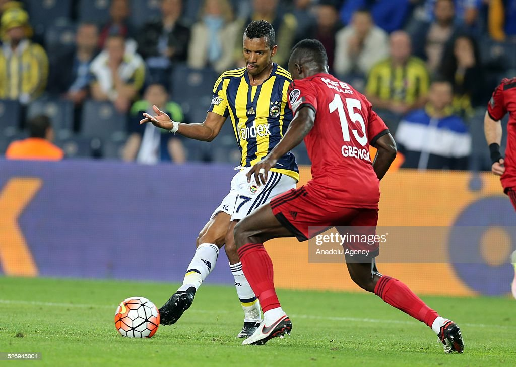 Nani (L) of Fenerbahce in action during the Turkish Super Toto Super Lig football match between Fenerbahce and Gaziantepspor at at Sukru Saracoglu Ulker Spor Complex in Istanbul, Turkey on 01 May, 2016.