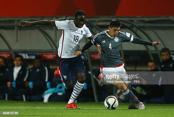 Nanitamo Ikone of France and Blas Riveros of Paraguay vie for the ball during the Paraguay v France Group F FIFA U17 World Cup Chile 2015 match at...
