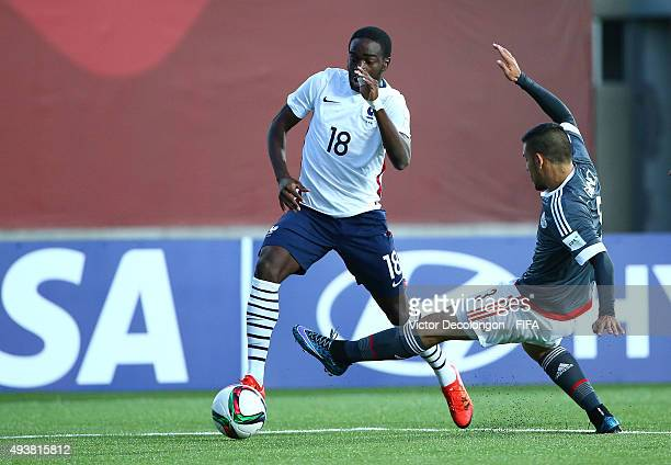 Nanitamo Ikone of France avoids a tackle by Luis Gimenez of Paraguay the Paraguay v France Group F FIFA U17 World Cup Chile 2015 match at Estadio...