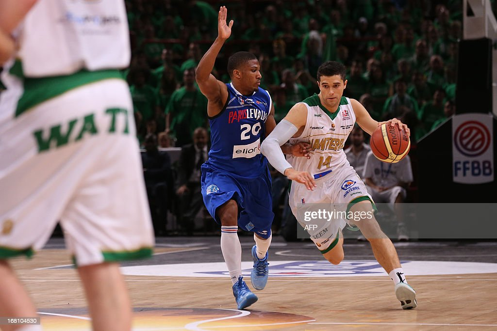 Nanterre's Trenton Meacham (R) vies with Paris Levallois' Andrew Albicy during the basketball French Cup final match Paris Levallois vs Nanterre on May 5, 2013 at the Bercy hall (POPB) in Paris. Paris Levallois won 77-74.