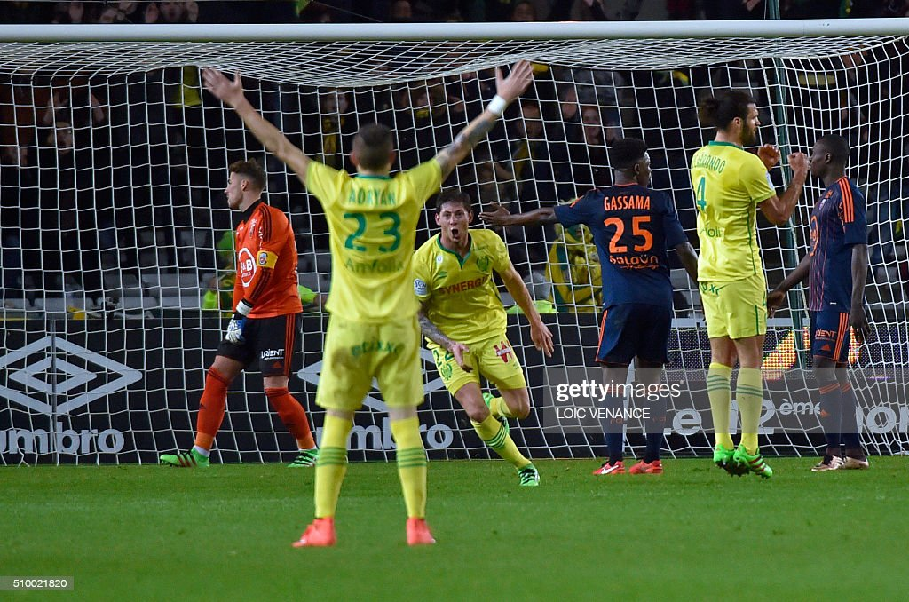 Nantes' Argentinian forward Emiliano Sala (C) celebrates after scoring a goal during the French L1 football match Nantes vs Lorient, at the la Beaujoire stadium in Nantes, western France, on February 13, 2016. AFP PHOTO / LOIC VENANCE / AFP / LOIC VENANCE