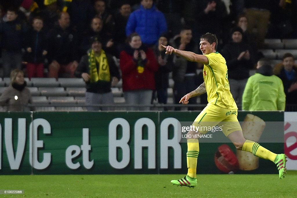 Nantes' Argentinian forward Emiliano Sala celebrates after scoring a goal during the French L1 football match Nantes vs Lorient, at the la Beaujoire stadium in Nantes, western France, on February 13, 2016. AFP PHOTO / LOIC VENANCE / AFP / LOIC VENANCE