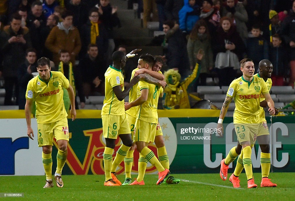 Nantes' Argentinian forward Emiliano Sala (C) celebrates with teammates after scoring a goal during the French L1 football match between Nantes (FCN) and Lorient (FCL) at La Beaujoire Stadium in Nantes, western France, on February 13, 2016. AFP PHOTO / LOIC VENANCE / AFP / LOIC VENANCE