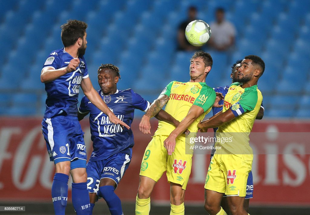 Nantes' Argentinian forward Emiliano Sala (C) heads the ball during the French L1 football match between Troyes (ESTAC) and Nantes (FCN) on August 19, 2017, at the Aube stadium in Troyes, eastern France. /