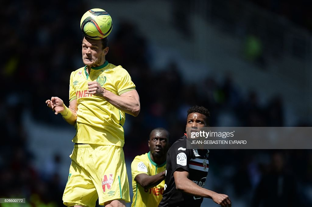 Nantes' Belgian midfielder Guillaume Gillet heads the ball during the French L1 football match between Nantes and Nice on April 30, 2016 at the Beaujoire stadium in Nantes, western France.