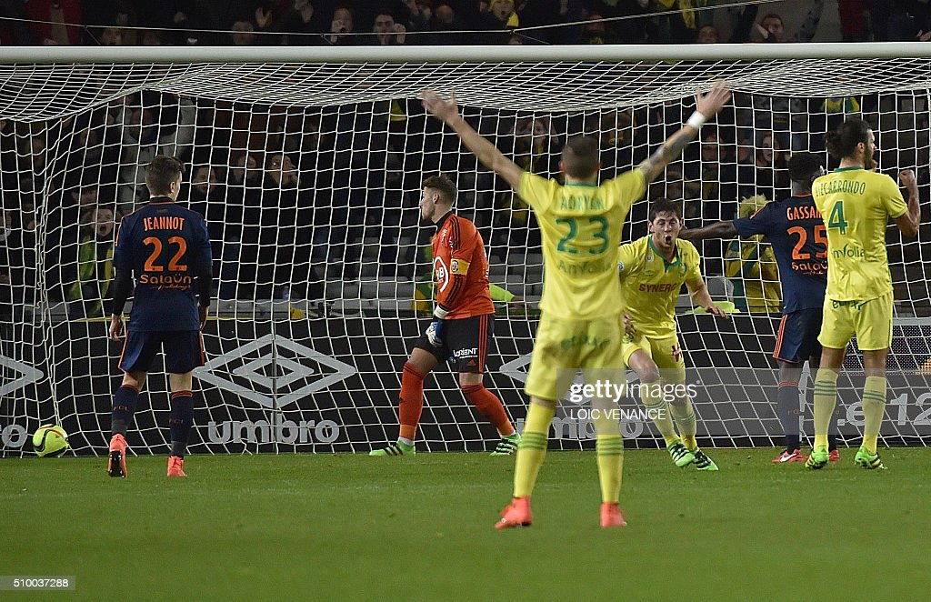 Nantes' Brazilian midfielder Adryan Oliveira Tavares (C) celebrates after scoring a goal during the French L1 football match between Nantes (FCN) and Lorient (FCL) at La Beaujoire Stadium in Nantes, western France, on February 13, 2016. AFP PHOTO / LOIC VENANCE / AFP / LOIC VENANCE