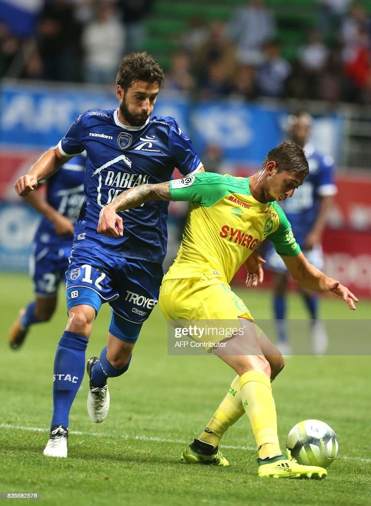 Nantes' forward Emiliano Sala (R) vies with Troyes' defender Mathieu Deplagne (L) during the French L1 football match between Troyes (ESTAC) and Nantes (FCN) on August 19, 2017, at the Aube stadium in Troyes, eastern France. /