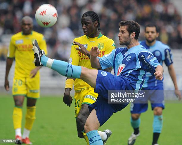 Nantes' forward Mamadou Bagayoko vies with Le Havre's defender Florian Marange during the French L1 football match Nantes vs Le Havre on May 3 2009...