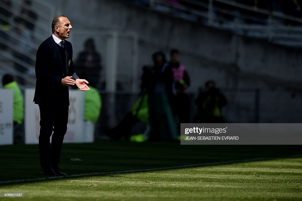 Nantes' French Armenian head coach Michel Der Zakarian gestures during the French L1 football match between Nantes and Nice on April 30, 2016 at the Beaujoire stadium in Nantes, western France.
