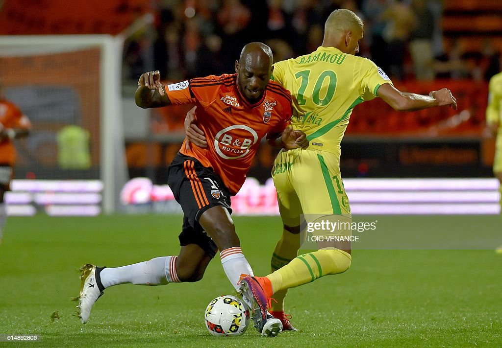 Nantes' French forward Yacine Bammou (R) vies with Lorient's French defender Michael Ciani during the French L1 football match Lorient vs Nantes, at the Moustoir Stadium in Lorient, western France, on October 15, 2016. / AFP / LOIC