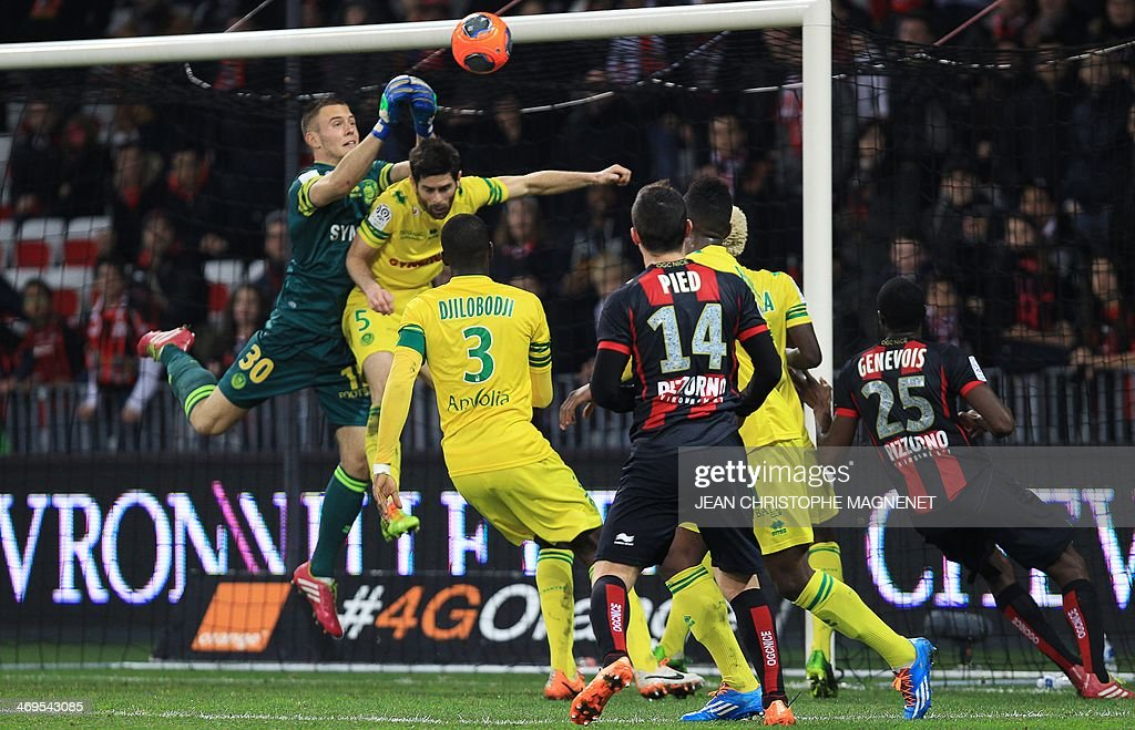 Nantes' French goalkeeper Maxime Dupe (L) blocks the ball during the French L1 football match between OGC Nice (OGCN) and FC Nantes (FCN) on February 15, 2014, at the Allianz Riviera stadium, in Nice, southeastern France.