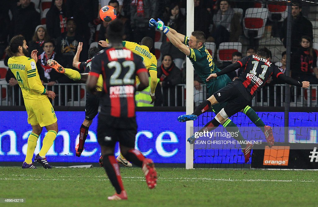 Nantes' French goalkeeper Maxime Dupe (2nd R) blocks the ball during the French L1 football match between OGC Nice (OGCN) and FC Nantes (FCN) on February 15, 2014, at the Allianz Riviera stadium, in Nice, southeastern France.
