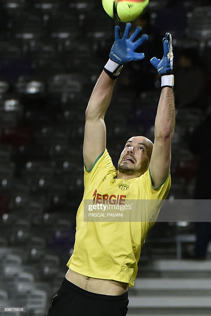 Nantes' French goalkeeper Remy Riou warms up before the French L1 football match between Toulouse and Nantes at the Municipal Stadium in Toulouse on February 6, 2016. AFP PHOTO / PASCAL PAVANI / AFP / PASCAL PAVANI