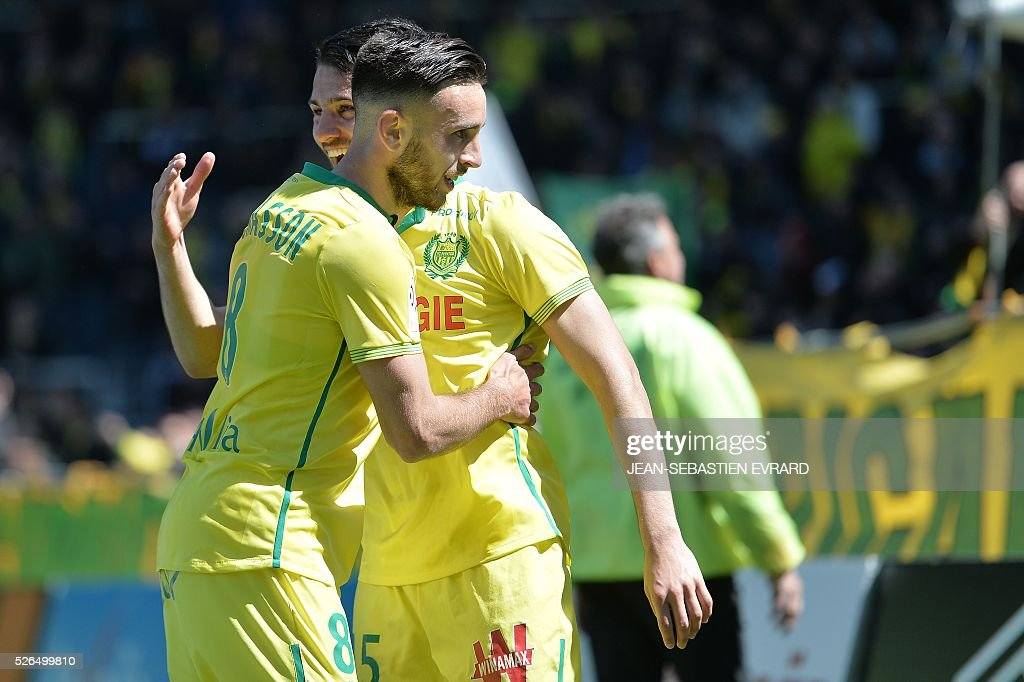 Nantes' French midfielder Adrien Thomasson (L) celebrates after scoring a goal during the French L1 football match between Nantes and Nice on April 30, 2016 at the Beaujoire stadium in Nantes, western France.