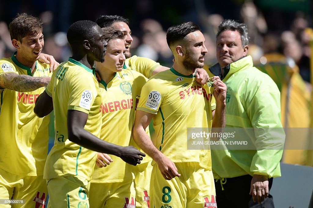 Nantes' French midfielder Adrien Thomasson (R) celelebrates after scoring a goal during the French L1 football match between Nantes and Nice on April 30, 2016 at the Beaujoire stadium in Nantes, western France.