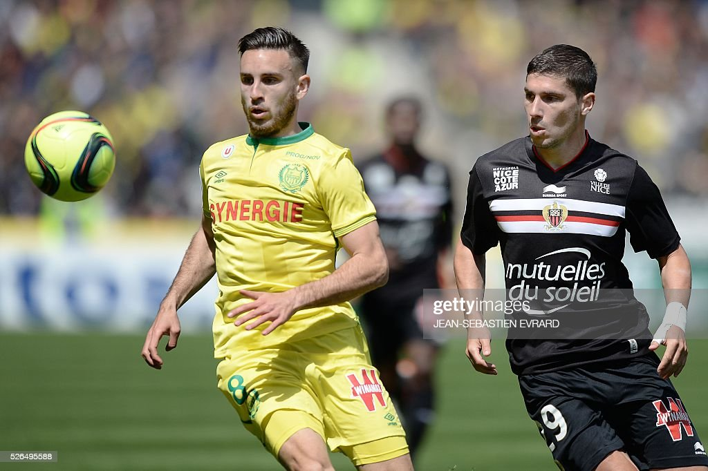 Nantes' French midfielder Adrien Thomasson (L) vies with Nice's French forward Jeremy Pied during the French L1 football match between Nantes and Nice on April 30, 2016 at the Beaujoire stadium in Nantes, western France.