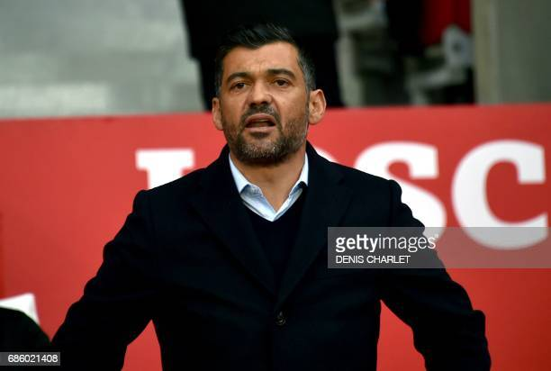 Nantes' head coach Sergio Conceicao watch the French L1 football match between Lille OSC and Nantes at the PierreMauroy Stadium in Villeneuve d'Ascq...