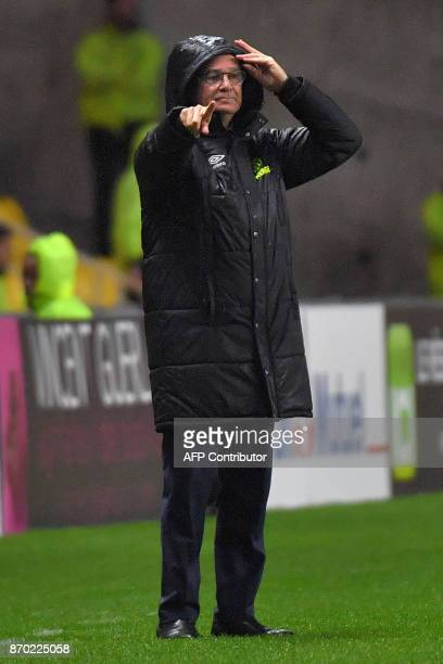 Nantes' Italian head coach Claudio Ranieri gestures during the French L1 football match Nantes versus Toulouse on November 4 2017 at the La Beaujoire...