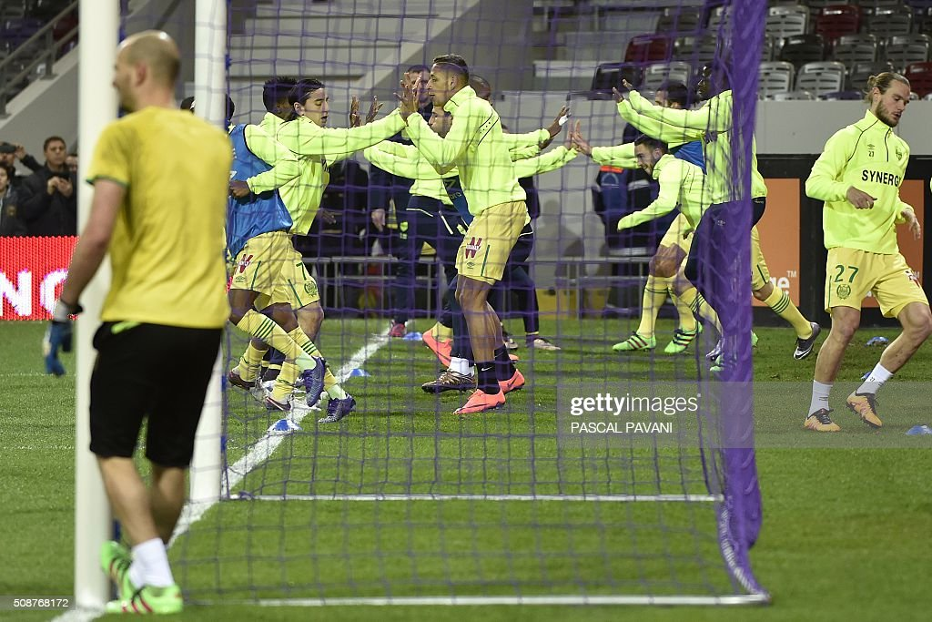 Nantes' players warm up before the French L1 football match between Toulouse and Nantes at the Municipal Stadium in Toulouse on February 6, 2016. AFP PHOTO / PASCAL PAVANI / AFP / PASCAL PAVANI