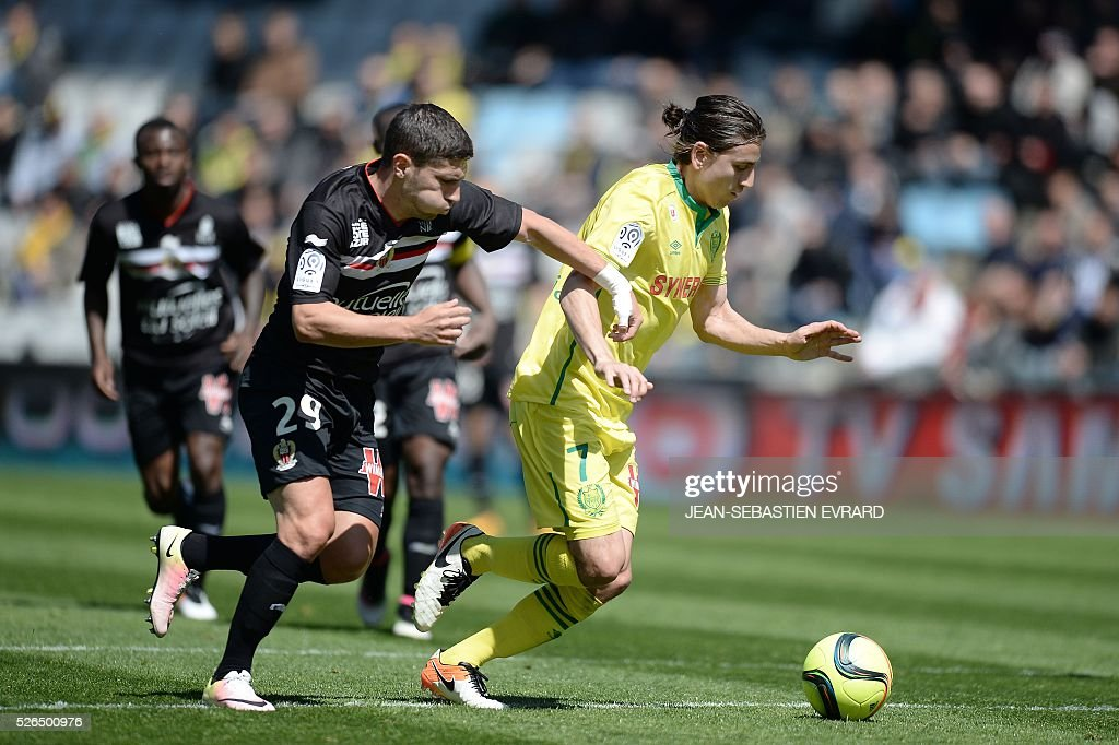 Nantes' US midfielder Alejandro Bedoya (R) vies with Nice's French forward Jeremy Pied during the French L1 football match between Nantes and Nice on April 30, 2016 at the Beaujoire stadium in Nantes, western France.