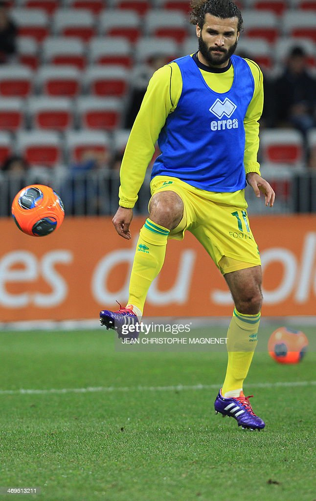 Nantes' Venezuelian defender Osvaldo Vizcarrondo warms up prior to the French L1 football match between OGC Nice (OGCN) and FC Nantes (FCN) on February 15, 2014, at the Allianz Riviera stadium, in Nice, southeastern France.