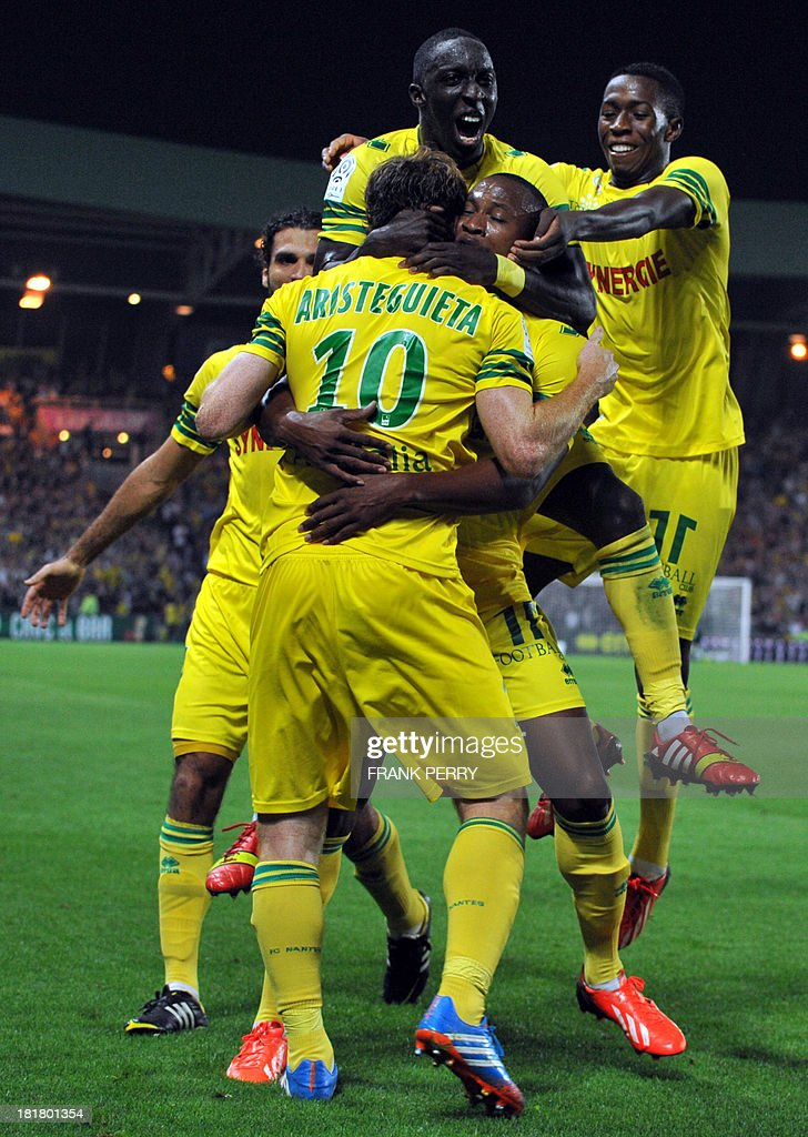Nantes' Venezuelian-Spanish forward Fernando Aristeguieta (C, back) is congratulated by teammates after scoring during the French L1 football match Nantes against Nice on September 25, 2013 in La Beaujoire stadium in Nantes, western France.