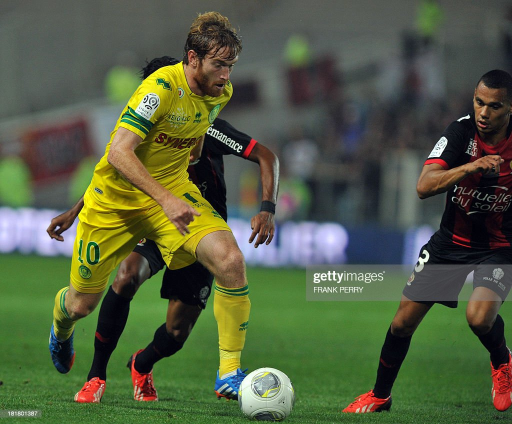 Nantes' Venezuelian-Spanish forward Fernando Aristeguieta (L) runs with the ball during the French L1 football match Nantes against Nice on September 25, 2013 in La Beaujoire stadium in Nantes, western France.