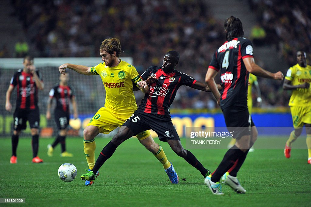 Nantes' Venezuelian-Spanish forward Fernando Aristeguieta (L) vies with Nice's French defender Romain Genevois (C) during a French L1 football match Nantes against Nice on September 25, 2013 in La Beaujoire stadium in Nantes, western France.
