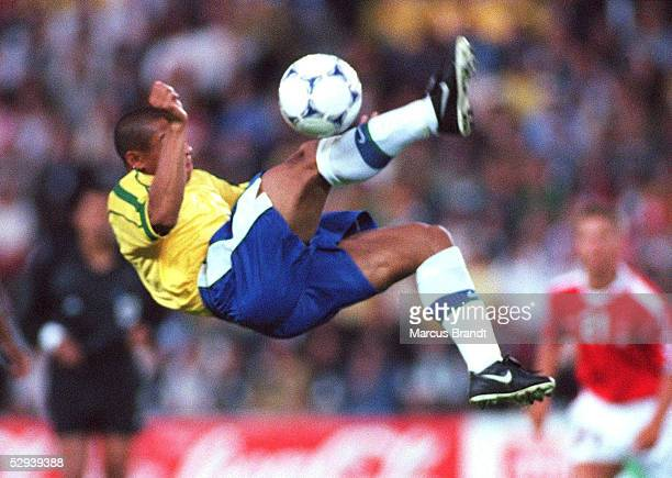 FRANCE 1998 Nantes/FRA BRASILIEN DAENEMARK 32 Roberto CARLOS/BRA