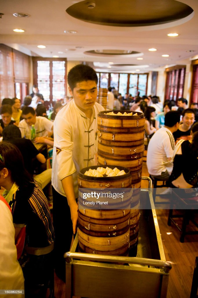 Nanxiang Dumpling Restaurant, Yuyuan Bazaar, Old Town. : Stock Photo