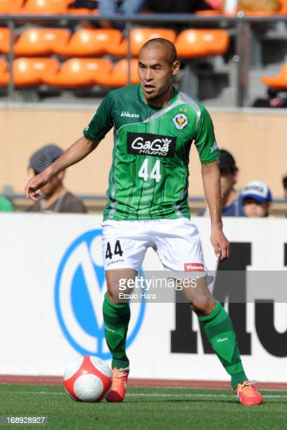Naohiro Takahara of Tokyo Verdy in action during the JLeague second division match between Tokyo Verdy and Vissel Kobe at the National Stadium on May...