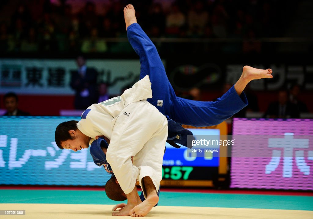 Naohisa Takato (L) of Japan throws <a gi-track='captionPersonalityLinkClicked' href=/galleries/search?phrase=Sofiane+Milous&family=editorial&specificpeople=6909950 ng-click='$event.stopPropagation()'>Sofiane Milous</a> (R) of France in the Men's 60kg semi-final during day one of the Judo Grand Slamat Yoyogi Gymnasium on November 30, 2012 in Tokyo, Japan.