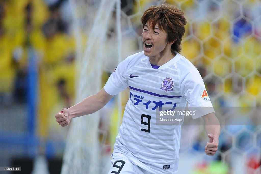 <a gi-track='captionPersonalityLinkClicked' href=/galleries/search?phrase=Naoki+Ishihara&family=editorial&specificpeople=6849862 ng-click='$event.stopPropagation()'>Naoki Ishihara</a> #9 of Sanfrecce Hiroshima celebrates the 4th goal during the J.League match between Kashiwa Reysol and Sanfrecce Hiroshima at Hitachi Kashiwa Soccer Stadium on May 6, 2012 in Kashiwa, Japan.