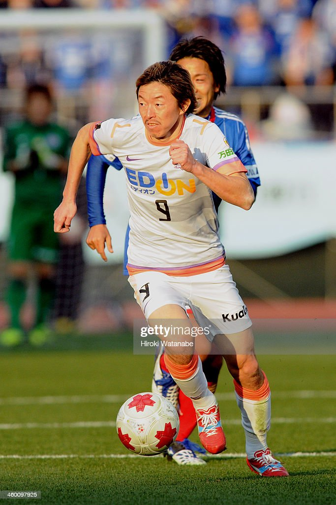 Naoki Ishihara of Sanfrecce Hiroshima in action during the 93rd Emperor's Cup final between Yokohama F.Marinos and Sanfrecce Hiroshima at the National Stadium on January 1, 2014 in Tokyo, Japan.