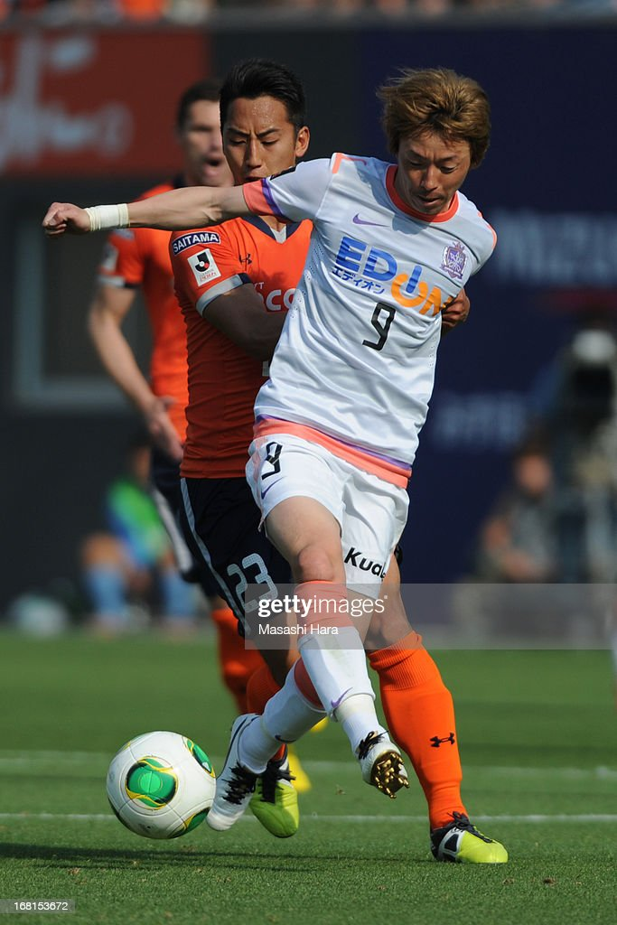 Naoki Ishihara #9 of Sanfrecce Hiroshima in action during the J.League match between Omiya Ardija and Sanfrecce Hiroshima at Nack 5 Stadium Omiya on May 6, 2013 in Saitama, Japan.