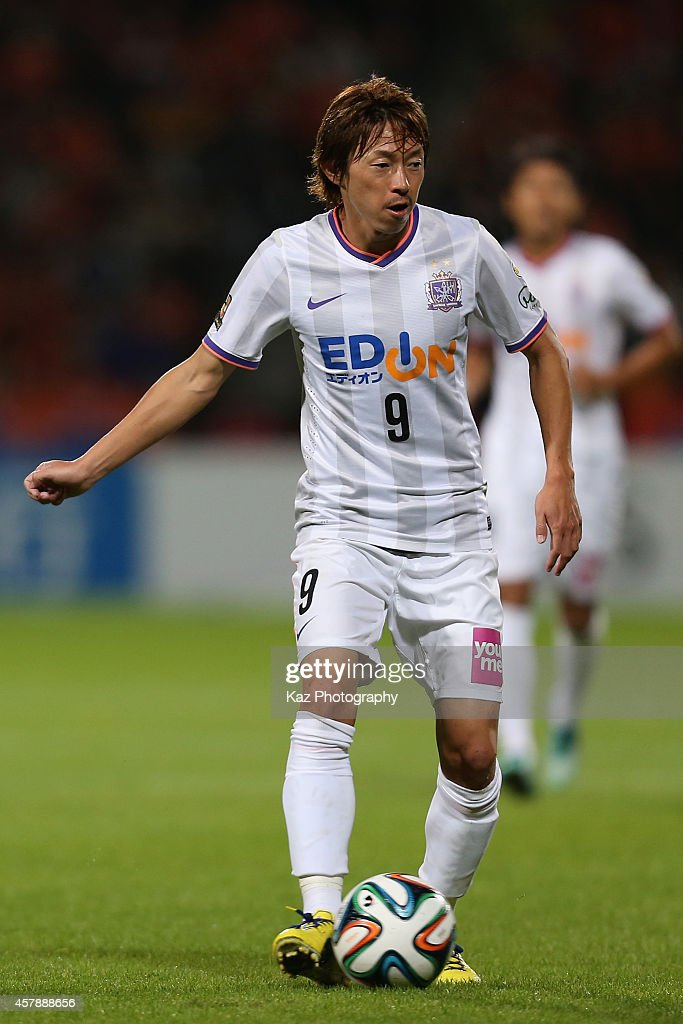 <a gi-track='captionPersonalityLinkClicked' href=/galleries/search?phrase=Naoki+Ishihara&family=editorial&specificpeople=6849862 ng-click='$event.stopPropagation()'>Naoki Ishihara</a> of Sanfrecce Hiroshima in action during the J.League match between Shimizu S-Pulse and Sanfrecce Hiroshima at IAI Stadium Nihondaira on October 26, 2014 in Shizuoka, Japan.