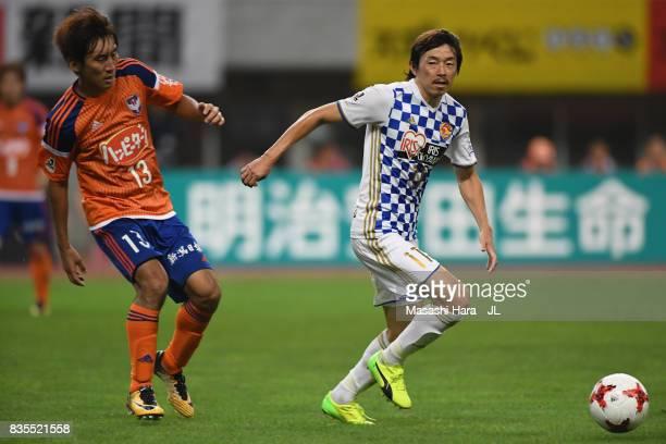 Naoki Ishihara of Vegalta Sendai controls the ball under pressure of Masaru Kato of Albirex Niigata during the JLeague J1 match between Albirex...