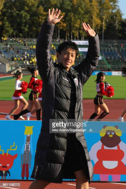Naoki Ishikawa of Consadole Sappporo applauds supporters after his side's 3 victory in the JLeague J1 match between Consadole Sapporo and Kashiwa...