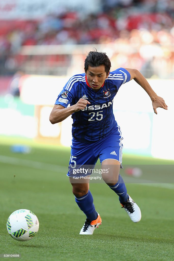 <a gi-track='captionPersonalityLinkClicked' href=/galleries/search?phrase=Naoki+Maeda+-+Futbolista&family=editorial&specificpeople=14740618 ng-click='$event.stopPropagation()'>Naoki Maeda</a> of Yokohama F.Marinos in action during the J.League match between Nagoya Grampus and Yokohama F.Marinos at the Toyota Stadium on May 4, 2016 in Toyota, Aichi, Japan.