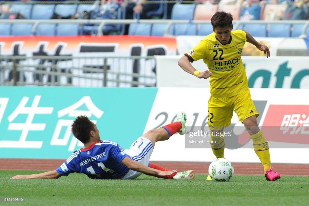Naoki Wako #22 of Kashiwa Reysol in action during the J.League match between Yokohama F.Marinos and Kashiwa Reysol at the Nissan Stadium on May 29, 2016 in Yokohama, Kanagawa, Japan.