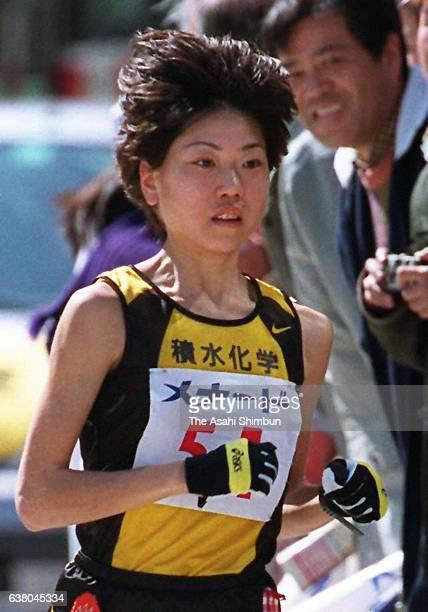 Naoko Takahashi of Japan competes in the 21st Nagoya International Women's Marathon at Mizuho Stadium on March 12 2000 in Nagoya Aichi Japan