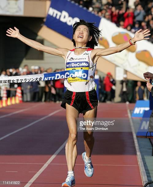 Naoko Takahashi of Japan crosses the finishing tape to win the 2005 Tokyo International Women's Marathon at the National Stadium on November 20 2005...