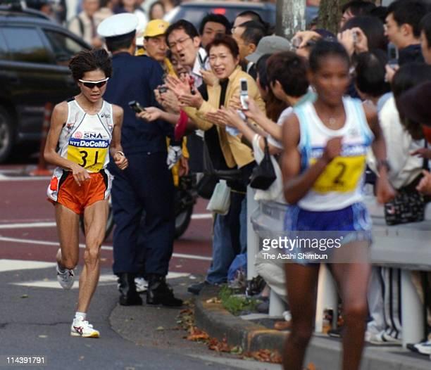 Naoko Takahashi of Japan is taken lead by Elfinesh Alemu of Ethiopia during the 2003 Tokyo International Women's Marathon on November 16 2003 in...