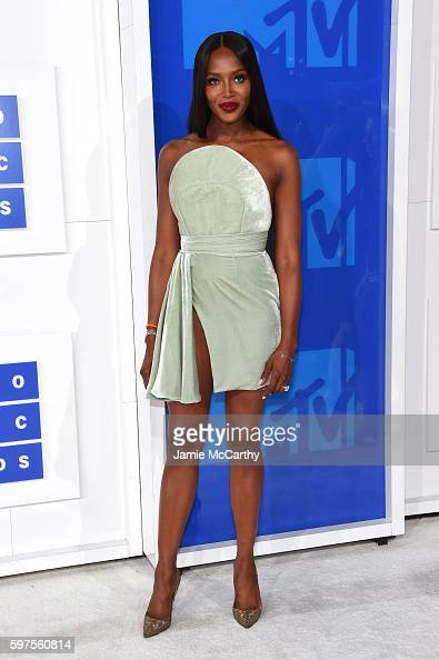 naomi-campbell-attends-the-2016-mtv-video-music-awards-at-madison-picture-id597560814