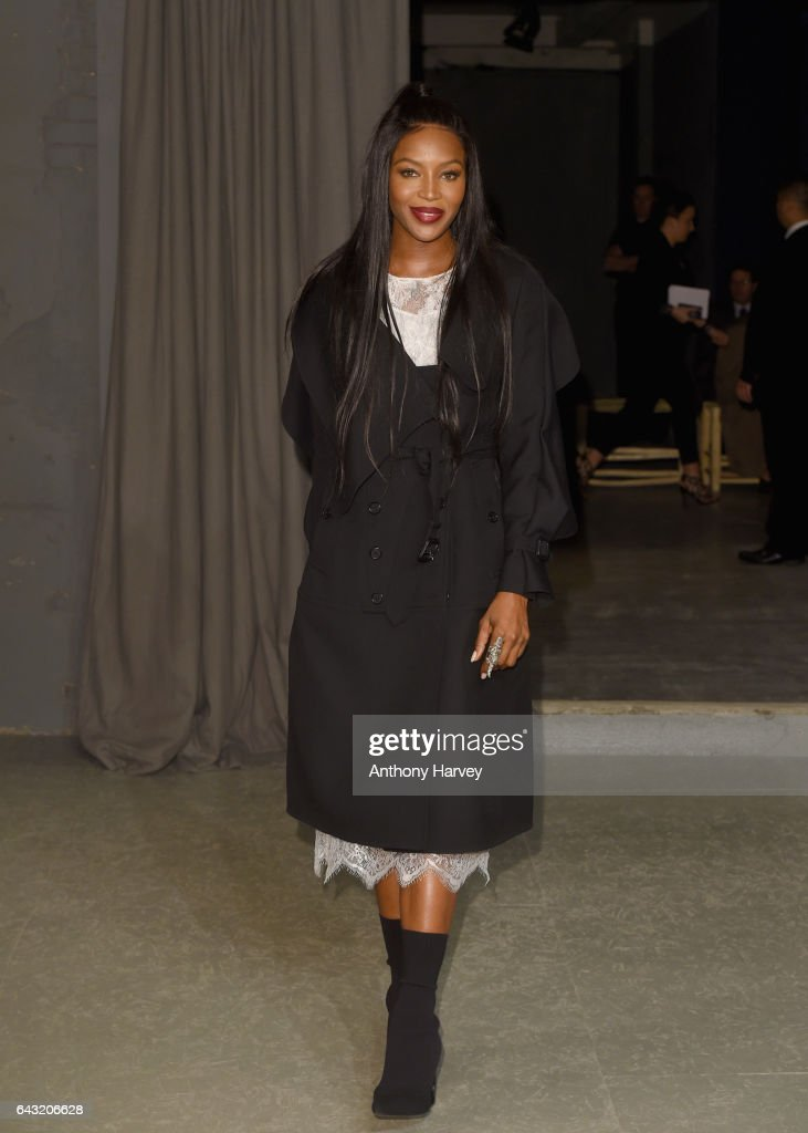 naomi-campbell-attends-the-burberry-show-during-the-london-fashion-picture-id643206628