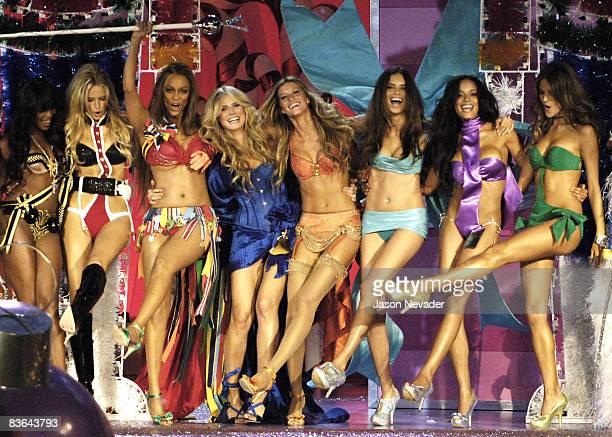 Naomi Campbell Karolina Kurkova Tyra Banks Heidi Klum Gisele Bundchen Adriana Lima Selita Ebanks and Alessandra Ambrosio