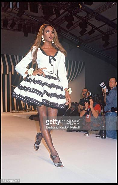 Naomi Campbell Valentino ready to wear fashion show spring summer 1992 collection in Paris
