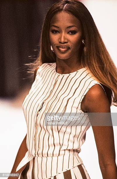 Naomi Campbell walks the runway at the Valentino Pret a Porter Spring/Summer 19931994 fashion show during the Paris Fashion Week in October 1993 in...