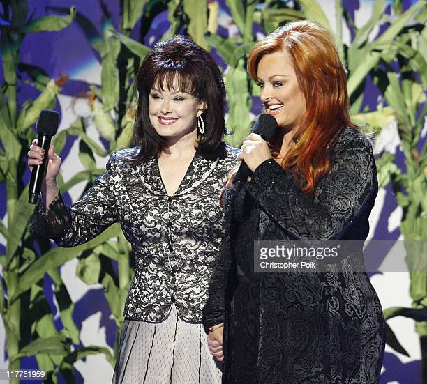 Naomi Judd and Wynonna Judd perform 'Mama He's Crazy'