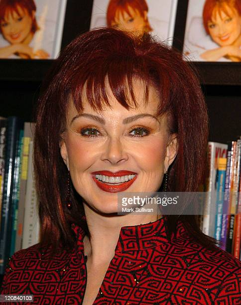Naomi Judd during Bookstore Appearance by Naomi Judd for her New SelfHelp Book 'Naomi's Breakthrough Guide' at Barnes Noble at The Grove in Los...